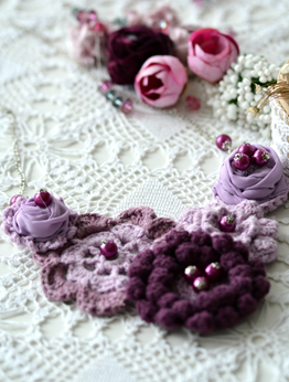 Picture of Purple  Flowers and Beads Necklace