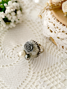 Picture of Romantic Ring in Grey