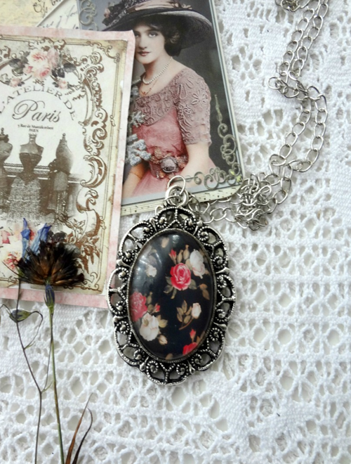 Picture of Cabochon Pendant Necklace: Red & White Roses